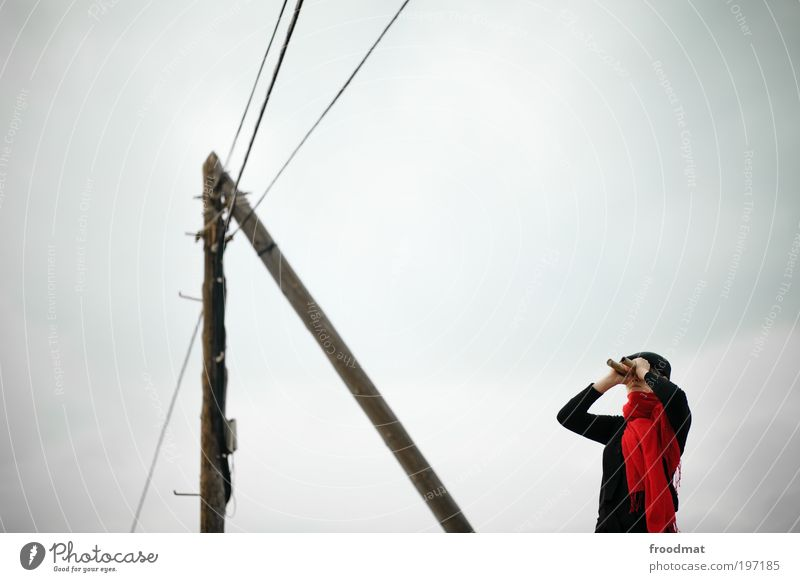 vorschau Energiewirtschaft Mensch feminin Junge Frau Jugendliche Schal Fernglas beobachten entdecken Kommunizieren authentisch Coolness Ferne trendy retro