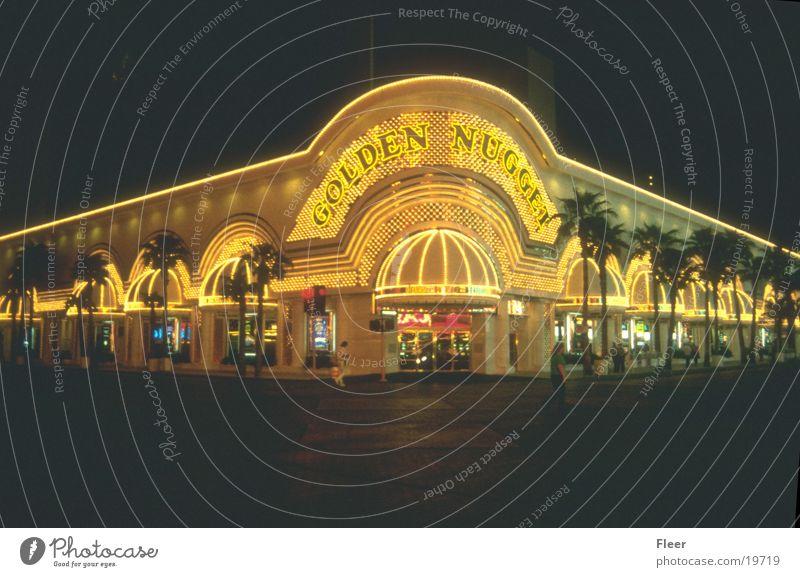 Golden Nugget Las Vegas Spielkasino Nacht Nachtaufnahme Außenaufnahme Stadtlicht Leuchtreklame