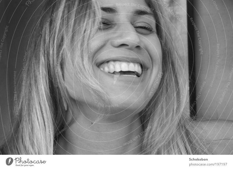 :) feminin Haare & Frisuren Gesicht Mund Zähne 1 Mensch blond langhaarig genießen Lächeln lachen leuchten Fröhlichkeit Glück schön natürlich positiv Stimmung