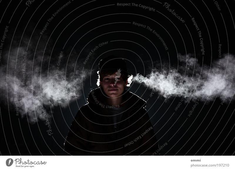 Nachtnebel Mensch Jugendliche weiß schwarz ruhig Gesicht Erwachsene dunkel kalt Freiheit Nebel stehen Coolness 18-30 Jahre einfach Junge Frau