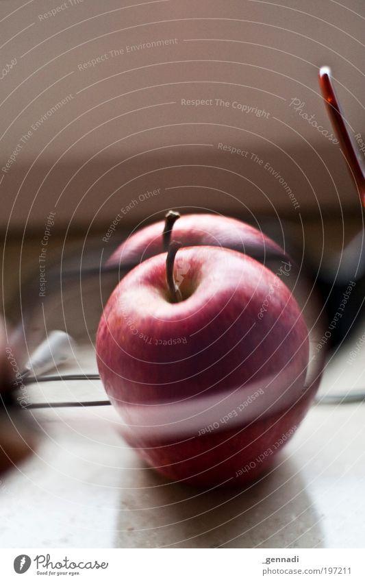 Eindeutig zweideutig rot Brille Apfel durchsichtig Frucht durcheinander Durchblick Licht Kernobst Unschärfe Mensch Brillenträger Brillenschlange durchschaut Brillenglasstärke