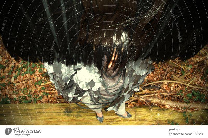 Exotische Vögelin Mensch Frau Natur Blatt Erwachsene feminin Haare & Frisuren Mode außergewöhnlich wild groß verrückt stehen Bekleidung einzigartig Stoff