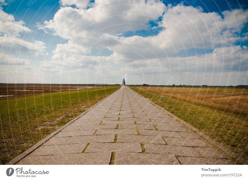 Go West Wege & Pfade Fernweh Einsamkeit Ferne Turm Turmspitze Turmbau Natur gehen Fahrradweg Bürgersteig Blauer Himmel Wolken Unendlichkeit Wiese Wattenmeer