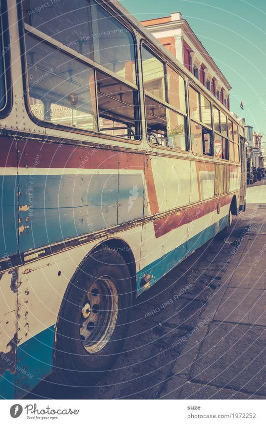 Stadtbus Ferien & Urlaub & Reisen alt Straße Zeit retro dreckig trist Kultur Armut Vergänglichkeit kaputt Vergangenheit Städtereise Kuba Verkehrswege unterwegs