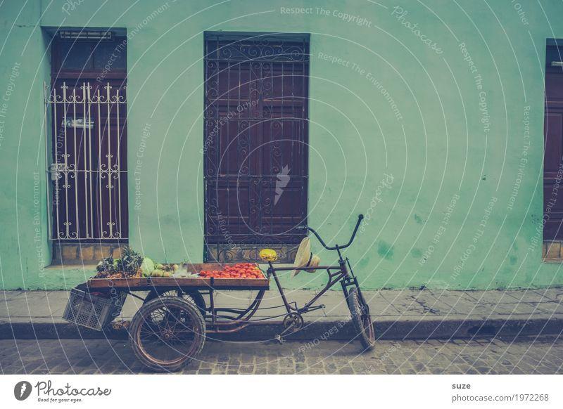 Man glänzt durch Abwesenheit Ferien & Urlaub & Reisen Stadt Lebensmittel Straße natürlich Zeit Fassade frisch Fahrrad Kultur Armut Vergänglichkeit Fußweg