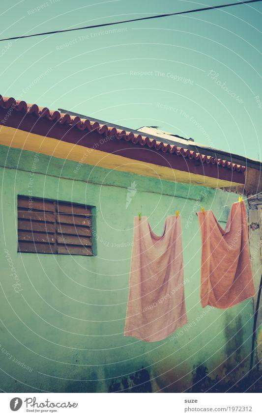 Das letzte Hemd im Doppelpack Himmel Ferien & Urlaub & Reisen alt Sommer Haus Fenster Wärme Leben Zeit Fassade Häusliches Leben retro Kultur Armut
