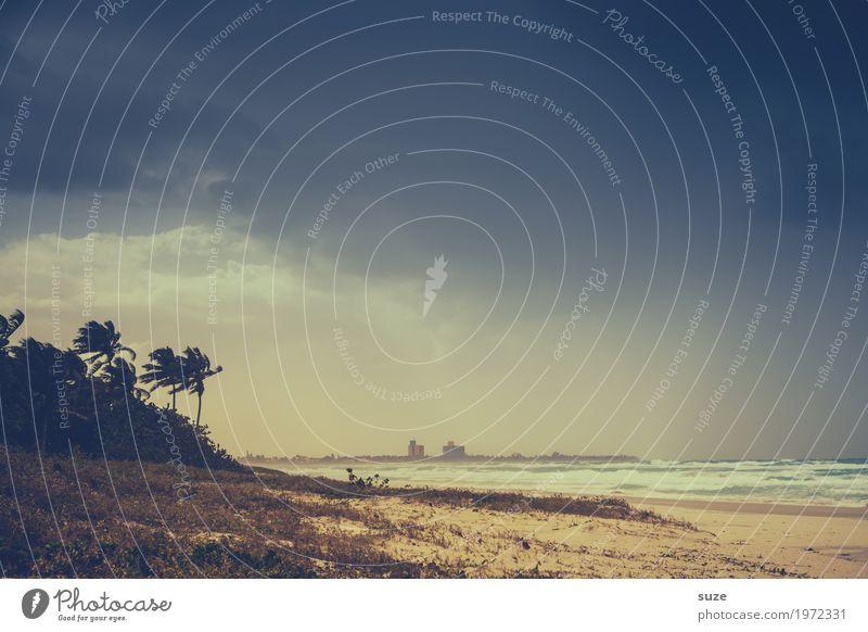 Ein Sturm zog auf Ferien & Urlaub & Reisen blau Sommer Meer Strand dunkel Küste Sand Wetter retro Wind fantastisch Sommerurlaub Bucht trendy exotisch