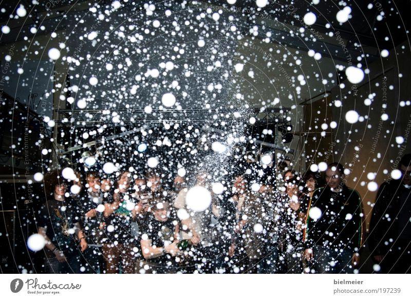 Celebrating Stars Mensch Mann Erwachsene Leben Party Freundschaft Feste & Feiern Tanzen Erfolg Lifestyle Coolness Rauchen Konzert Menschenmenge Bühne