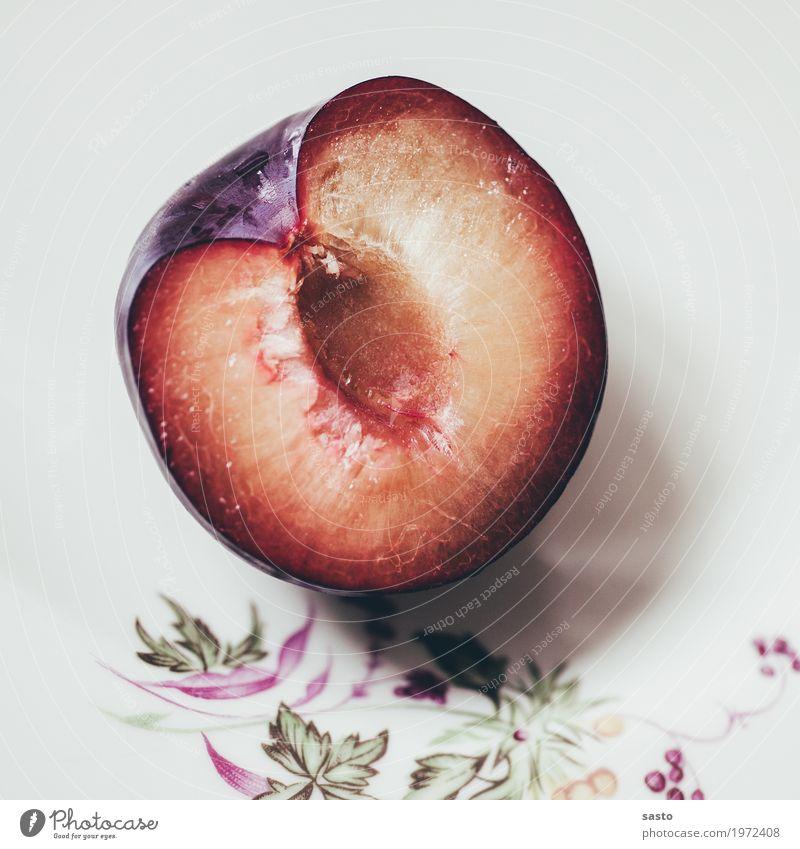 Pflaume Lebensmittel Frucht Ernährung frisch Gesundheit saftig süß gelb grün violett rot weiß Hälfte organisch Vegetarische Ernährung reif roh Stillleben