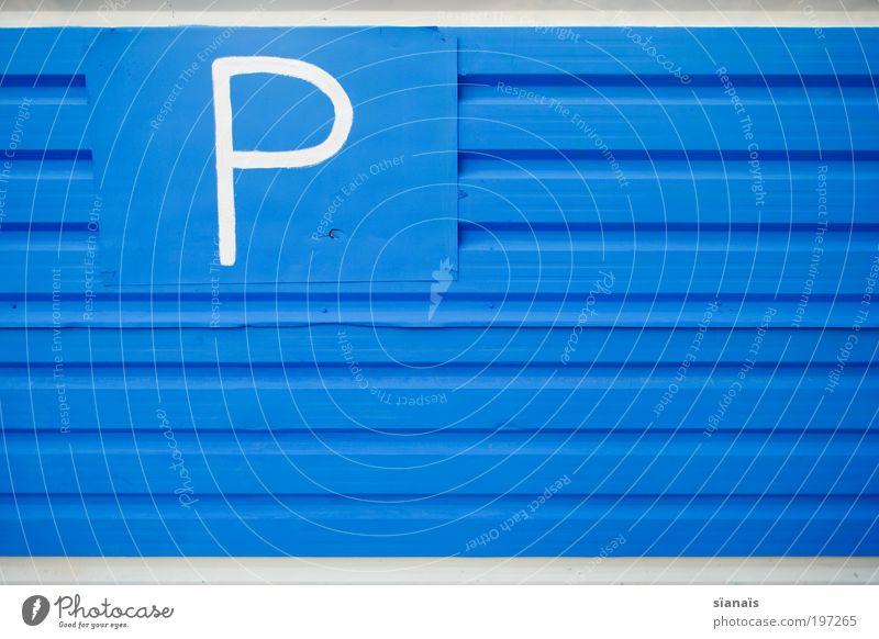 P Zeichen Schriftzeichen Ziffern & Zahlen Schilder & Markierungen Hinweisschild Warnschild Verkehrszeichen einzigartig blau handgemalt Parkplatz minimalistisch