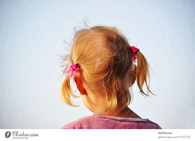 Verträumt Mensch Kind Himmel Mädchen Leben Kopf Haare & Frisuren träumen Wetter Kindheit Haut Ohr Schönes Wetter Zopf Wolkenloser Himmel 3-8 Jahre