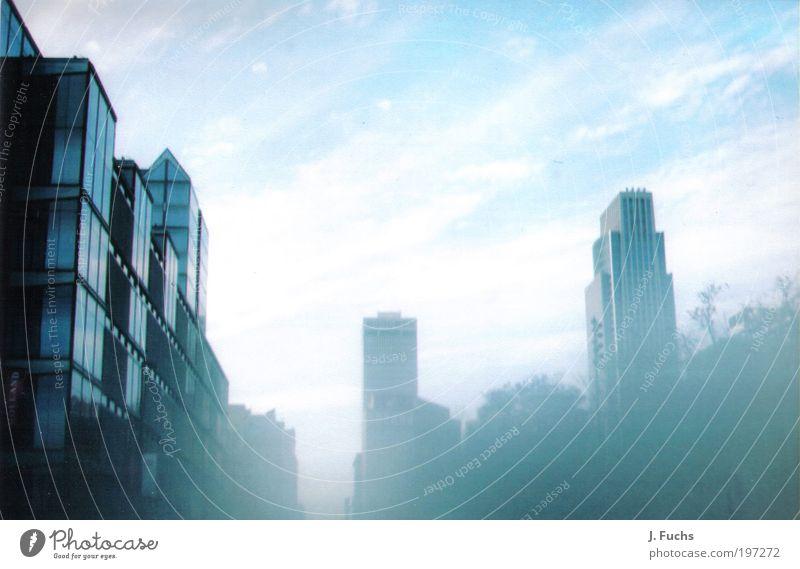 im Land der Indianerstämme Himmel blau weiß Stadt Wolken Ferne Freiheit Architektur Stil Luft Stimmung Business Kunst elegant Hochhaus