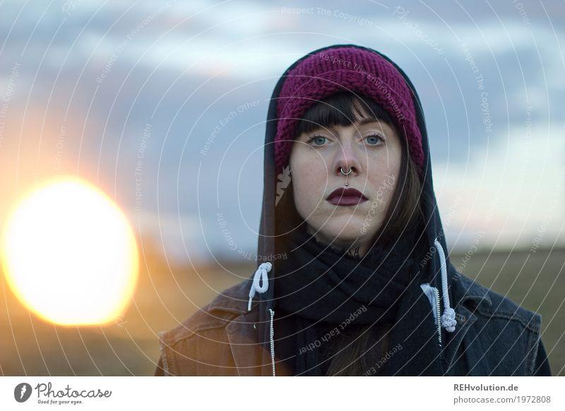 Carina | wunderkerze Stil Mensch feminin Junge Frau Jugendliche Erwachsene 1 18-30 Jahre Kultur Subkultur Landschaft Feld Mütze authentisch außergewöhnlich