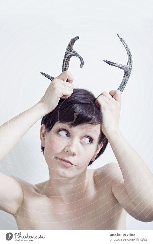 unschuldig Mensch Frau Jugendliche Junge Frau 18-30 Jahre Erwachsene feminin Kopf Mode wild Lächeln verrückt Horn frech Accessoire Tier