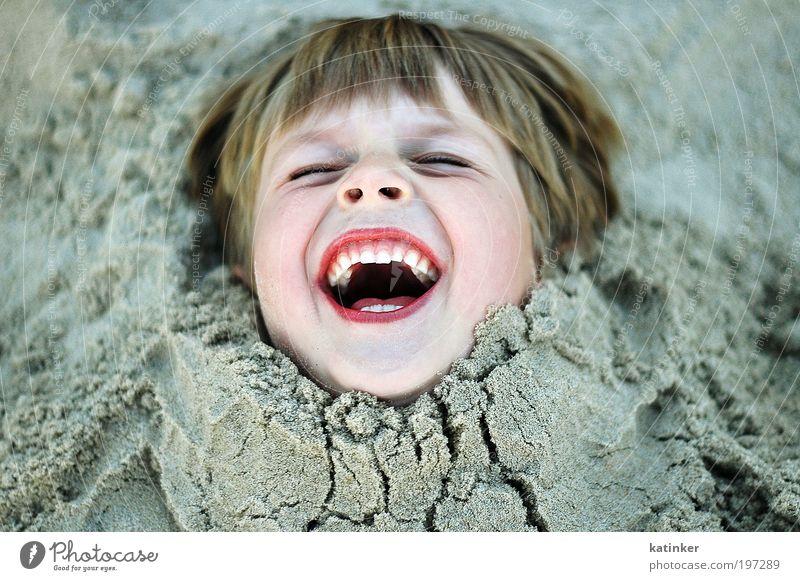 stuck in the middle Mensch Kind Meer Sommer Strand Freude Gesicht Leben Gefühle Junge Kopf Glück lachen lustig Kindheit Zufriedenheit