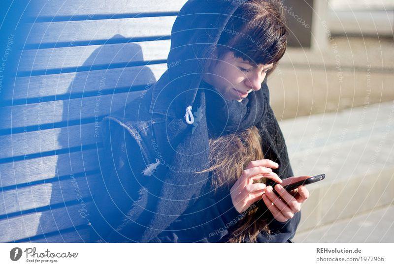 Carina | mit Smartphone Handy PDA Technik & Technologie Telekommunikation Mensch feminin Junge Frau Jugendliche 1 18-30 Jahre Erwachsene Jugendkultur Medien