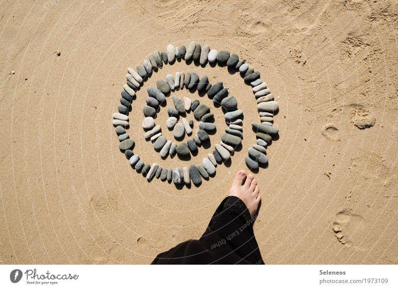 Drehkreisel harmonisch Wohlgefühl Zufriedenheit Sinnesorgane Erholung ruhig Meditation Mensch Fuß 1 Umwelt Natur Sommer Küste Strand Meer Farbfoto Außenaufnahme