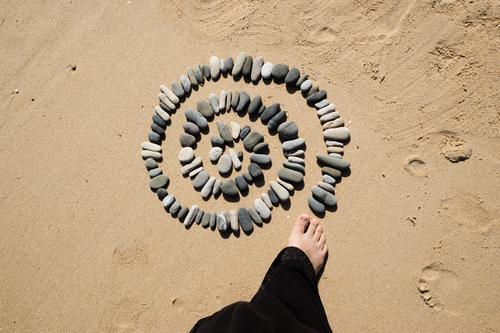 Drehkreisel Mensch Natur Sommer Meer Erholung ruhig Strand Umwelt Küste Fuß Zufriedenheit Wohlgefühl harmonisch Meditation Sinnesorgane