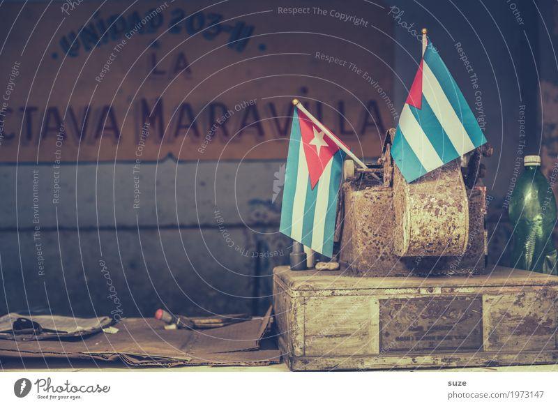 Tag der Abrechnung alt Haus dreckig Kultur trist Vergänglichkeit kaputt geschlossen Vergangenheit Zeichen Fahne Kuba Ladengeschäft Unbewohnt Nostalgie