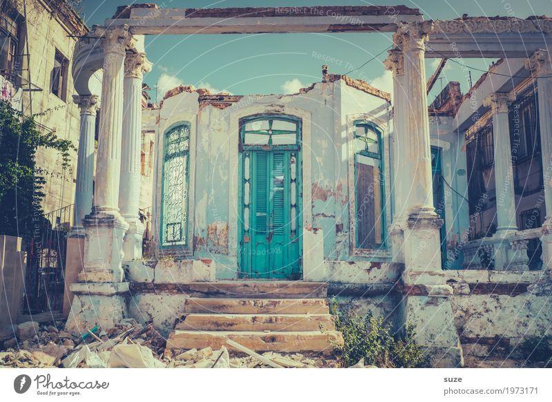 Kaputt | offen für Neues Ferien & Urlaub & Reisen Häusliches Leben Haus Kultur Stadtrand Ruine Treppe Fassade Fenster Tür Armut dreckig kaputt trist stagnierend