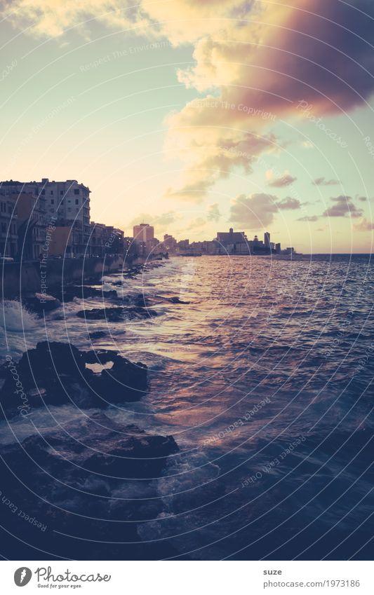 Abendlicher Malecón Himmel Ferien & Urlaub & Reisen Stadt Meer Haus Wolken Küste Zufriedenheit Romantik Sehnsucht Skyline Städtereise Kuba Brandung Kulisse