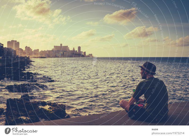 Jetzt bloß nicht sentimental werden! Mann Meer Wärme Küste Stimmung genießen Romantik Bucht Bier Hut Kuba El Malecón