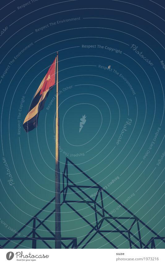 Appell Himmel Ferien & Urlaub & Reisen blau Wärme Bewegung Freiheit retro Wind Platz Wandel & Veränderung Politische Bewegungen Städtereise Fahne Kuba Mond