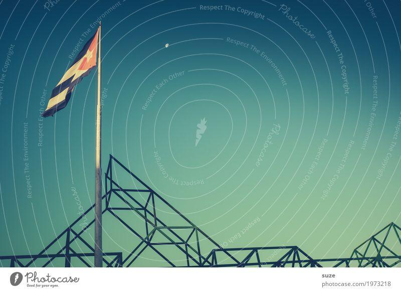 TT | Luftiges am Abend Himmel Ferien & Urlaub & Reisen blau Wärme Bewegung Freiheit retro Wind Platz Wandel & Veränderung Städtereise Fahne Kuba Mond
