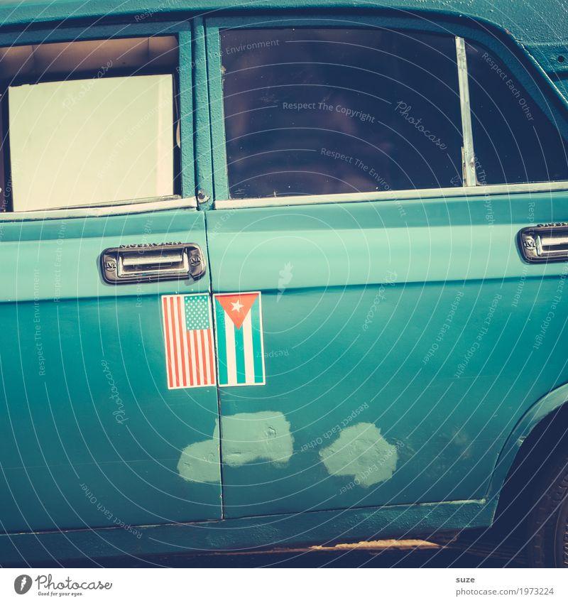 Autorität Verkehrsmittel Straße PKW Oldtimer Zeichen Fahne Konflikt & Streit alt authentisch kaputt retro blau Krise Politik & Staat rebellieren Vergangenheit