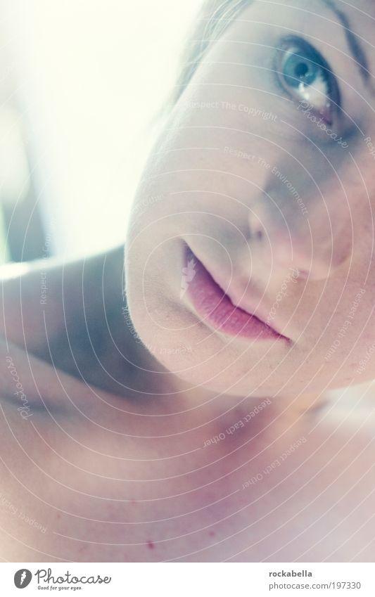 lass den kopf nicht hängen. Jugendliche schön feminin träumen Wärme Zufriedenheit Sicherheit ästhetisch Schutz beobachten einzigartig Lebensfreude