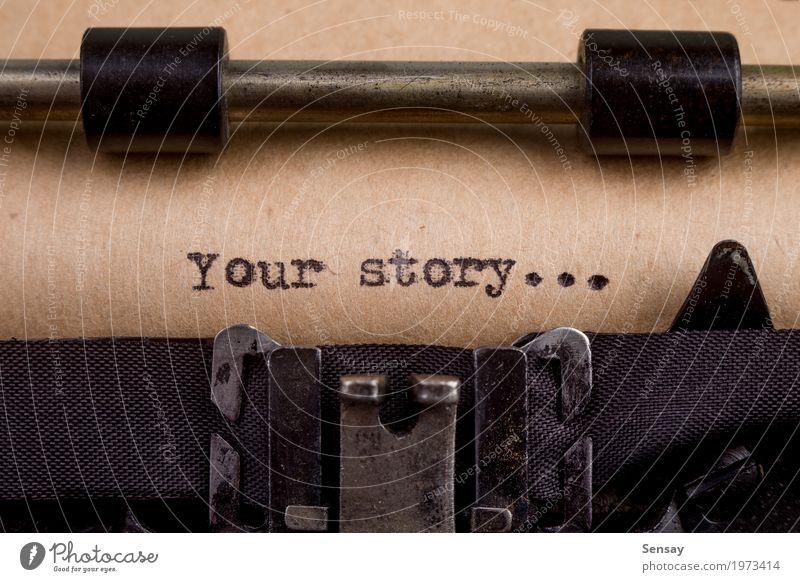 Ihre Geschichte - getippte Wörter auf einer Vintage Schreibmaschine Buch Papier alt schreiben retro schwarz weiß Nostalgie Etage altehrwürdig Text