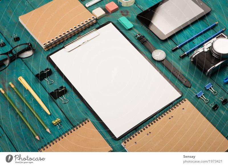 blau weiß Holz Business oben Arbeit & Erwerbstätigkeit Büro Aussicht Tisch Computer Fotografie beobachten Papier lesen schreiben Bildung