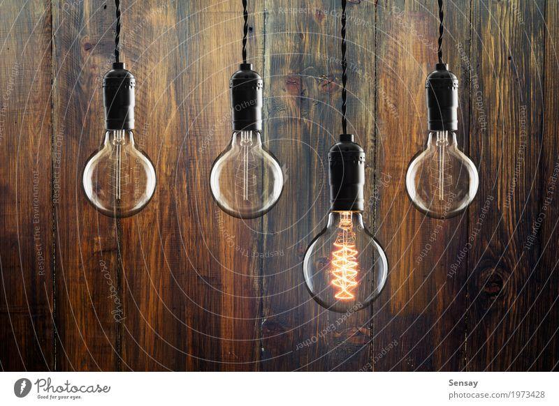 Idee und Führungskonzept Weinleseglühlampen Design Lampe Erfolg Wissenschaften Technik & Technologie Holz alt hell gelb rot Energie Farbe Kreativität Knolle