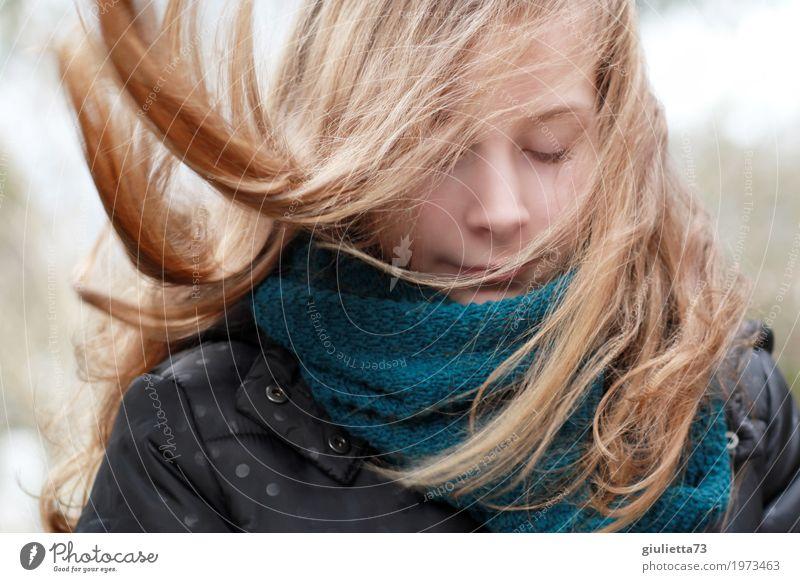 Follow your dreams feminin Mädchen Kindheit Jugendliche Leben Haare & Frisuren 1 Mensch 8-13 Jahre blond langhaarig atmen Denken genießen Lächeln träumen frei
