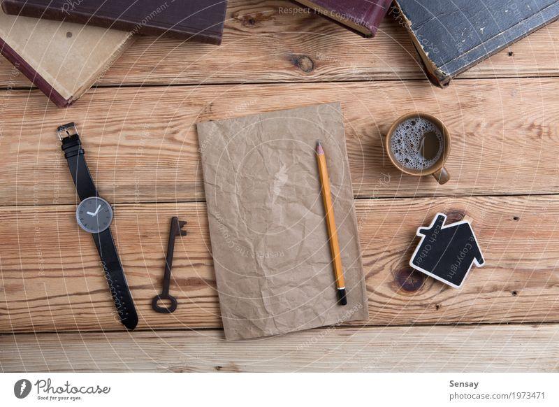 hölzerner Desktop mit Büchern, Uhr und Kopie Platz für Text Haus Lifestyle Holz Business Schule Design Arbeit & Erwerbstätigkeit Textfreiraum Ausflug Büro