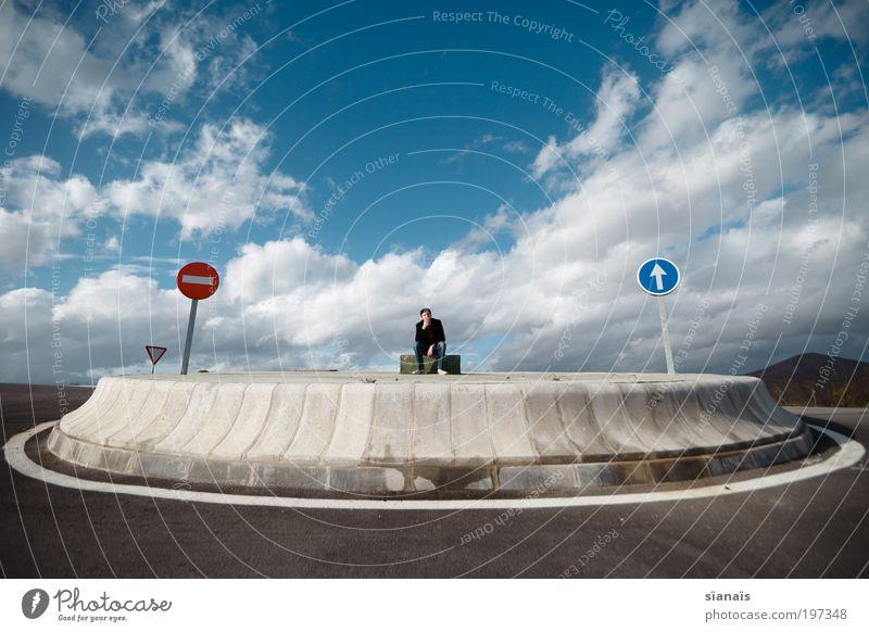 unentschieden Freiheit berufswahl Lebenslauf Karriere Arbeitslosigkeit maskulin Mann Erwachsene 1 Mensch Fußgänger Straßenkreuzung Verkehrszeichen
