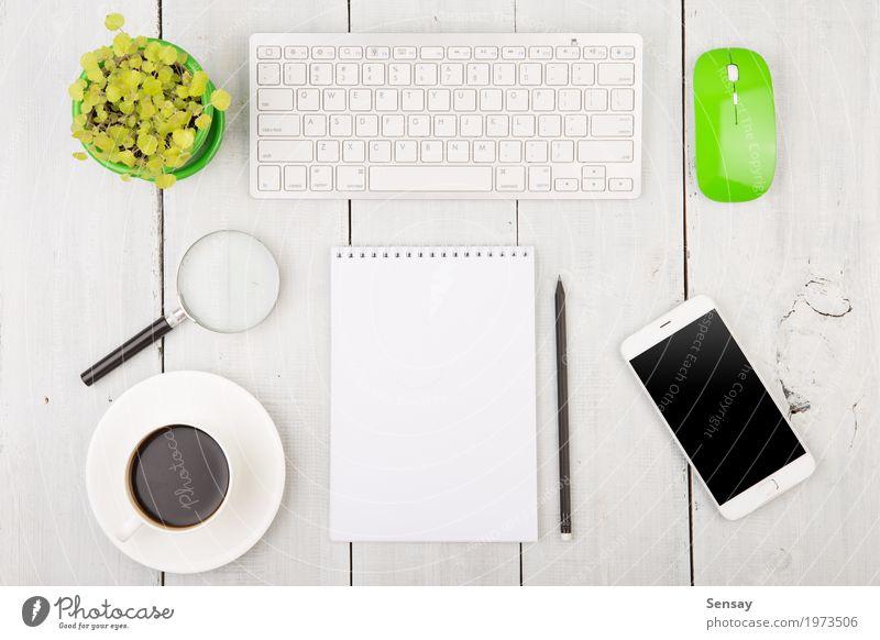 Büro Holz Schreibtisch mit PC-Tastatur und anderen Zubehör weiß Business Arbeit & Erwerbstätigkeit Textfreiraum modern Technik & Technologie Tisch Computer