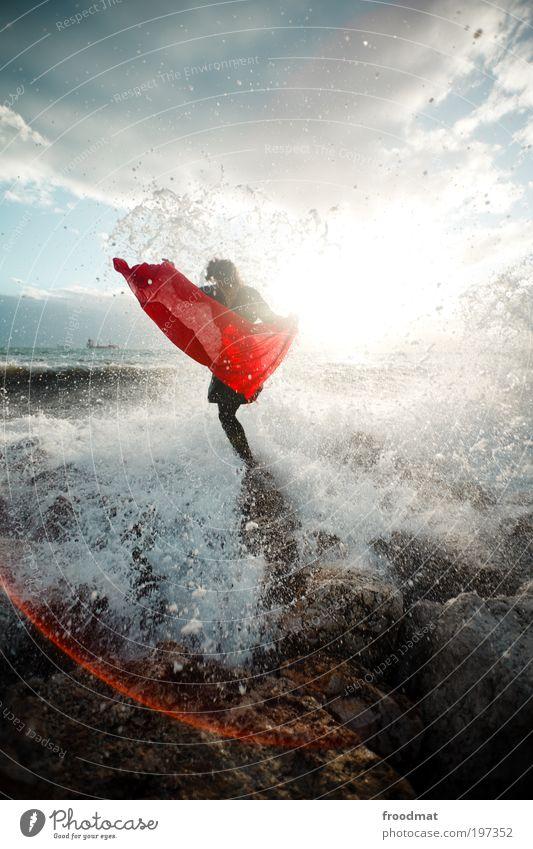 wasser torero Frau Mensch Natur Jugendliche Wasser Meer Sommer Freude Strand Erholung feminin Bewegung Wellen Küste Erwachsene Wind
