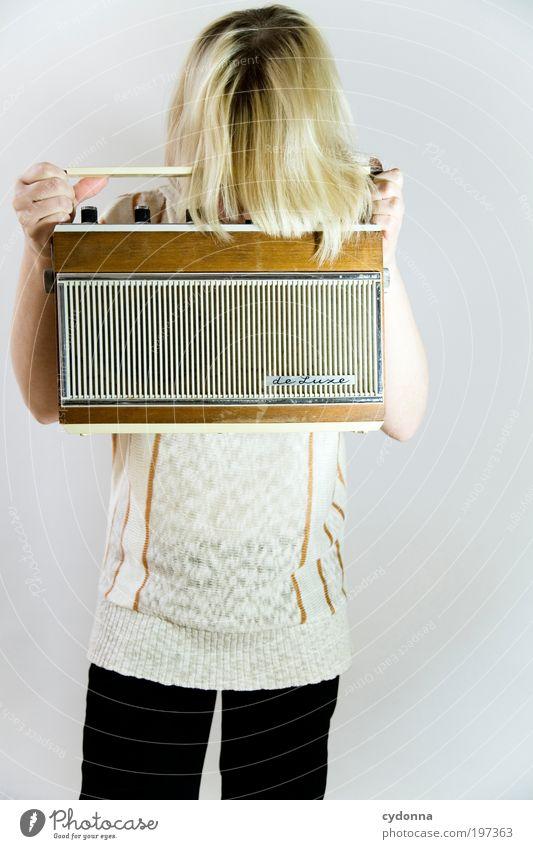 Fehlersuche Mensch Frau Jugendliche ruhig Erwachsene Erholung Leben Haare & Frisuren Stil Musik Freizeit & Hobby Design Lifestyle 18-30 Jahre Bildung Neugier