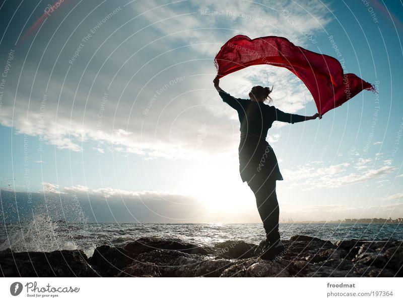 windhose Mensch feminin Junge Frau Jugendliche Erwachsene Umwelt Urelemente Luft Wasser Wassertropfen Sommer Schönes Wetter Wellen Küste Strand Meer Erholung