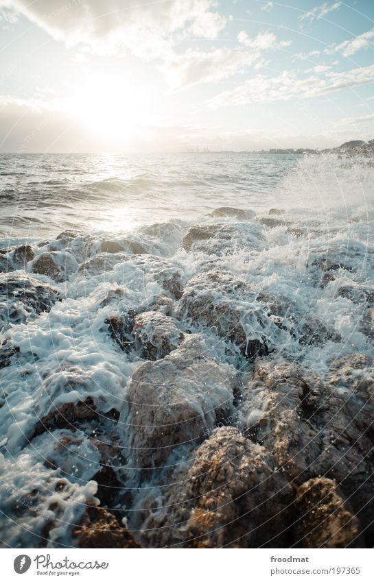 saus und braus Umwelt Natur Urelemente Luft Wasser Wassertropfen Wolken Horizont Sommer Wetter Schönes Wetter Wind Wellen Küste Seeufer Strand Meer gigantisch
