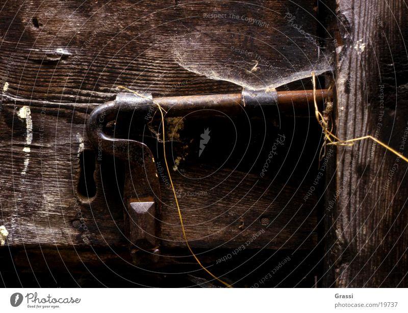 verriegelt alt Haus Raum Tür geschlossen Dinge Burg oder Schloss Schlüssel Vorhängeschloss Kunst Riegel Holztür Beschläge Schmied
