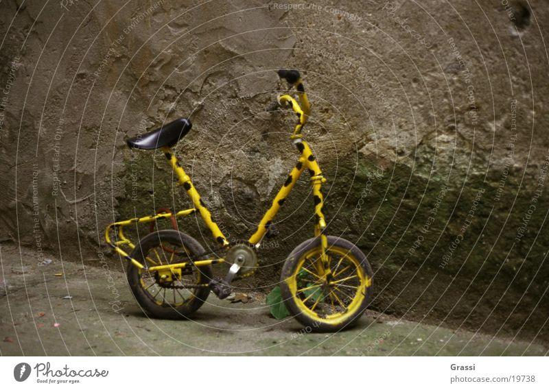 Bike 1 Fahrrad Dinge Fahrradrahmen scheckig gepunktet Pedal Speichen Fahrradsattel Fahrradlenker Lenker Felge Fahrradkette