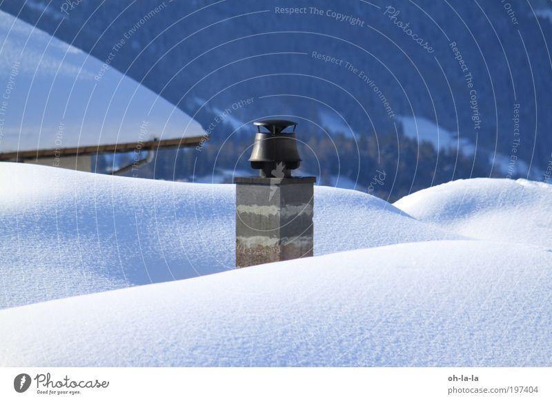 Schornstein im Schnee ruhig Stein Architektur Dach