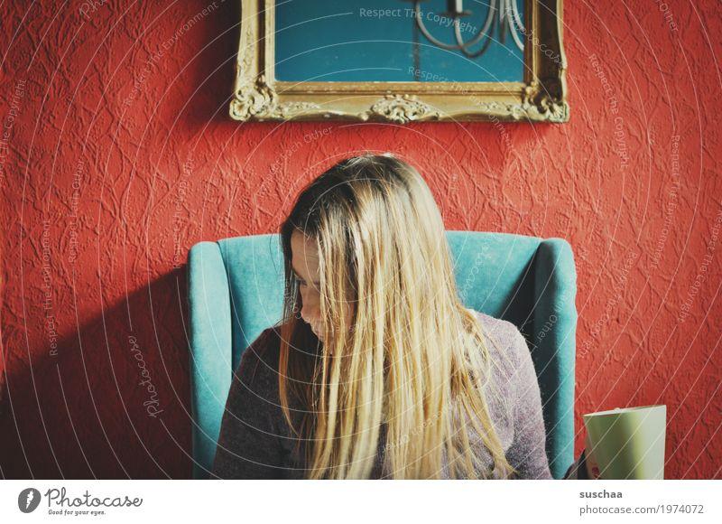 küche Frau Haare & Frisuren Kopf Häusliches Leben sitzen Sessel ohrensessel gemütlich Küche Kaffeepause Tasse Pause