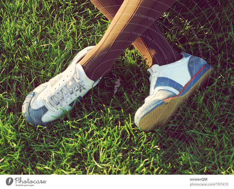 Relax. Jugendliche Ferien & Urlaub & Reisen Sommer Erholung Mode Park Schuhe Freizeit & Hobby warten modern verrückt Kultur Rasen Sportrasen Veranstaltung bizarr