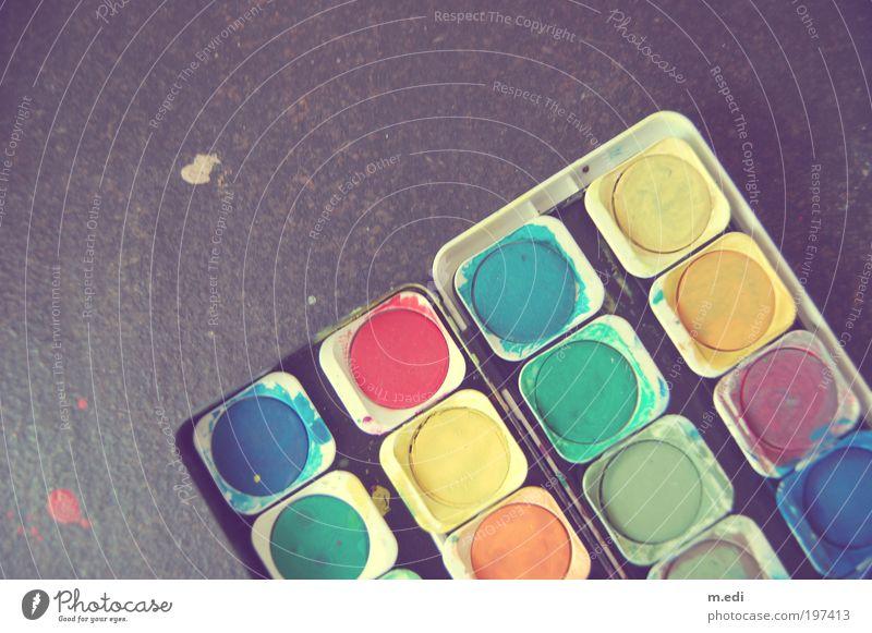 farbenfroh grün blau rot gelb Spielen braun Kunst rosa violett Kitsch malen Maler Basteln Mensch Textfreiraum links Künstler