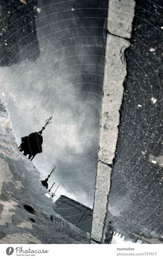 Spitze_Kasten_Kante Kunst Umwelt Sommer Schönes Wetter Regen Menschenleer Kirche Platz Marktplatz Straße Bordsteinkante Straßenbelag Schlagloch Zeichen
