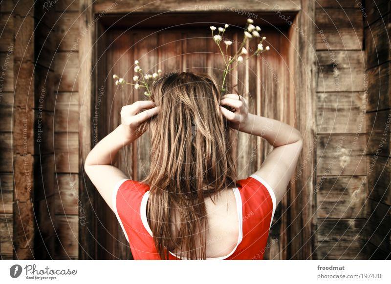 kopfschmuck Frau Mensch Jugendliche Blume Erwachsene feminin Haare & Frisuren Stil Tür geheimnisvoll Schweiz skurril Junge Frau trendy langhaarig Umweltschutz