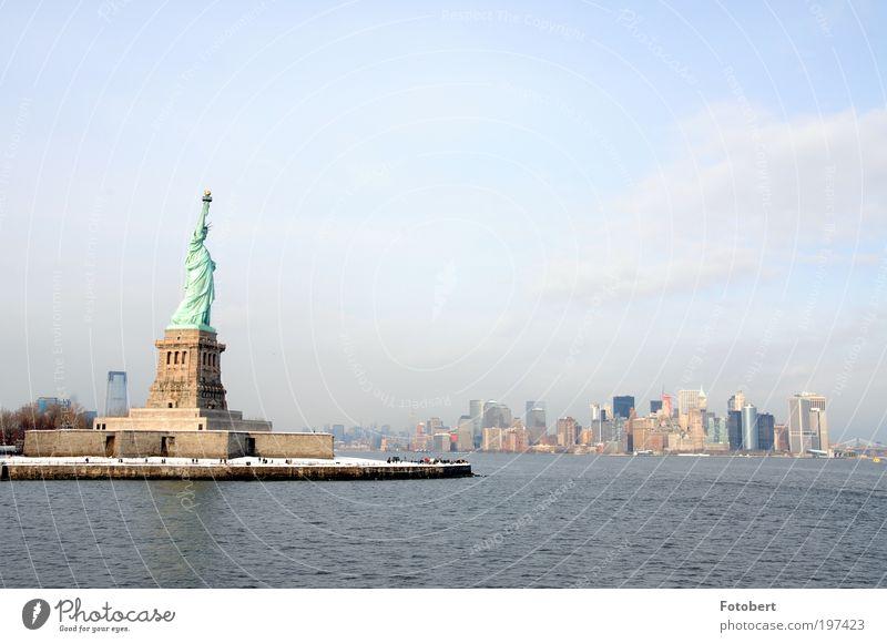 Liberty City Skyline Hochhaus Bankgebäude Bauwerk Architektur Sehenswürdigkeit Wahrzeichen Freiheitsstatue Stimmung New York City Winter Farbfoto Außenaufnahme